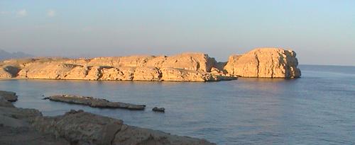 Final de la península del Sinaí, donde se hunde en el Mar Rojo