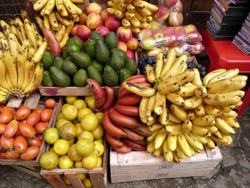 Bananas rojas en un mercado de Cuenca, Ecuador
