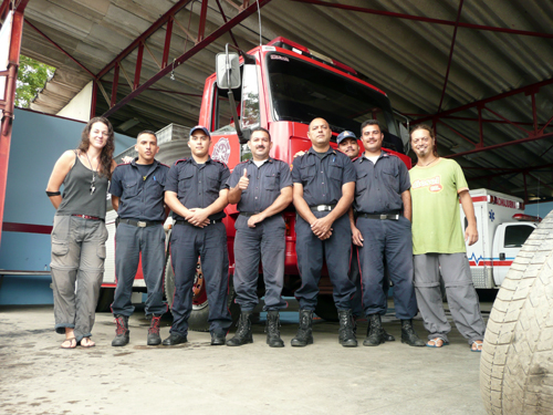 Con los bomberos de Carúpano, que nos alojaron unos dias