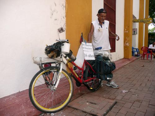 Rubén, 68 años, el abuelo ciclista de todos los viajeros